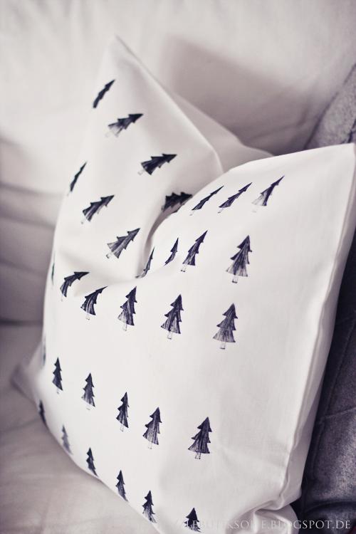 Kissen-bestempeln-mit-Textilfarbe