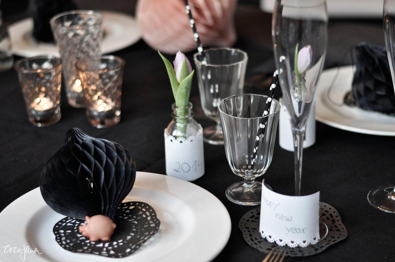 silvester tischdeko in schwarz wei wohnkonfetti. Black Bedroom Furniture Sets. Home Design Ideas