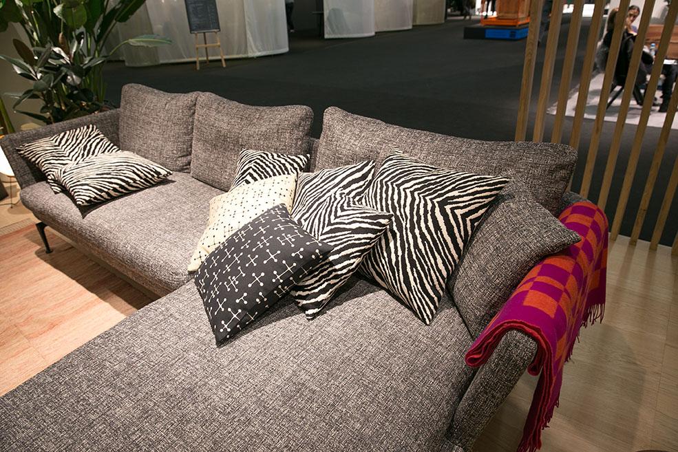 Sofa-schwarz-weiss-Vitra