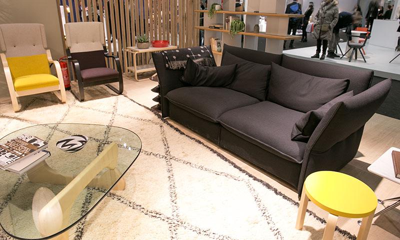 Vitra-Sofa-schwarz-neuheiten