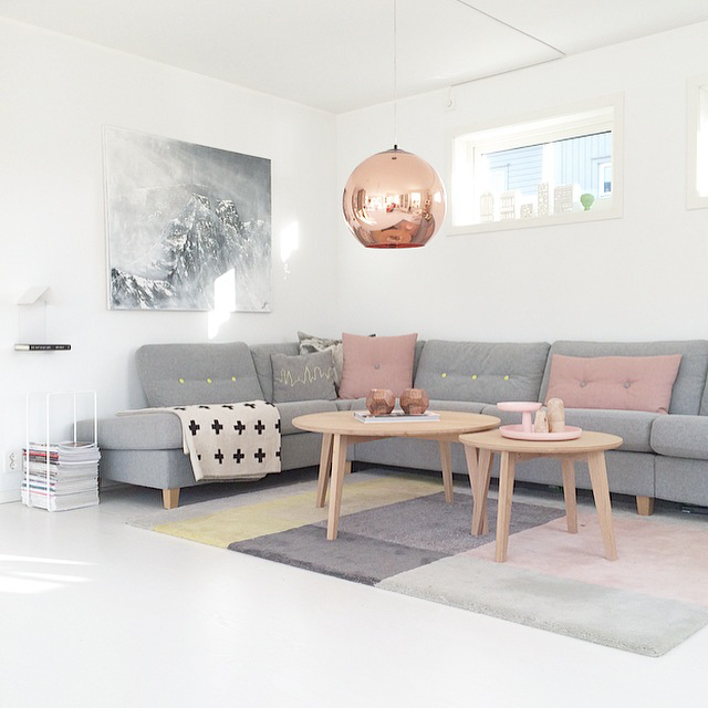 Wohnzimmer im skandinavischen einrichtungsstil for Sofa grau skandinavisch