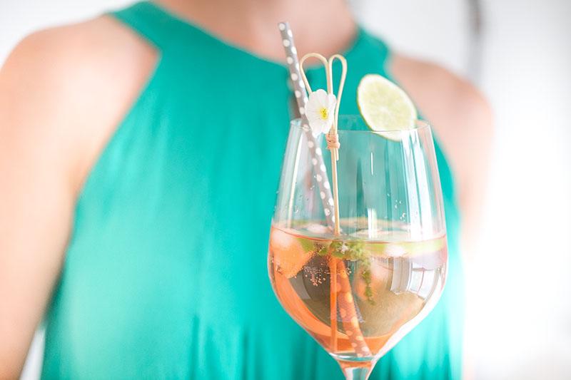 aperitif-mit-rose-wein