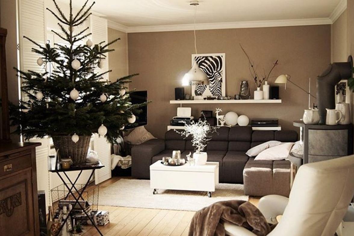 Weihnachtsbaum-auf-Tisch