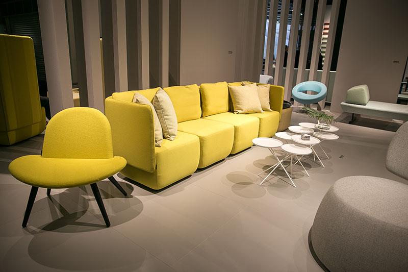 imm-2016-ausgefallenes-Sofa-gelb
