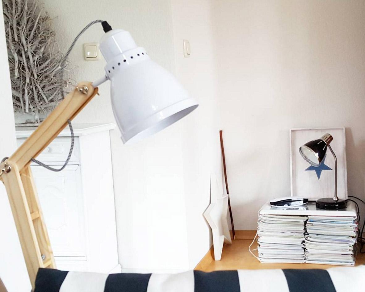 kleine-lampe-weiss-holz