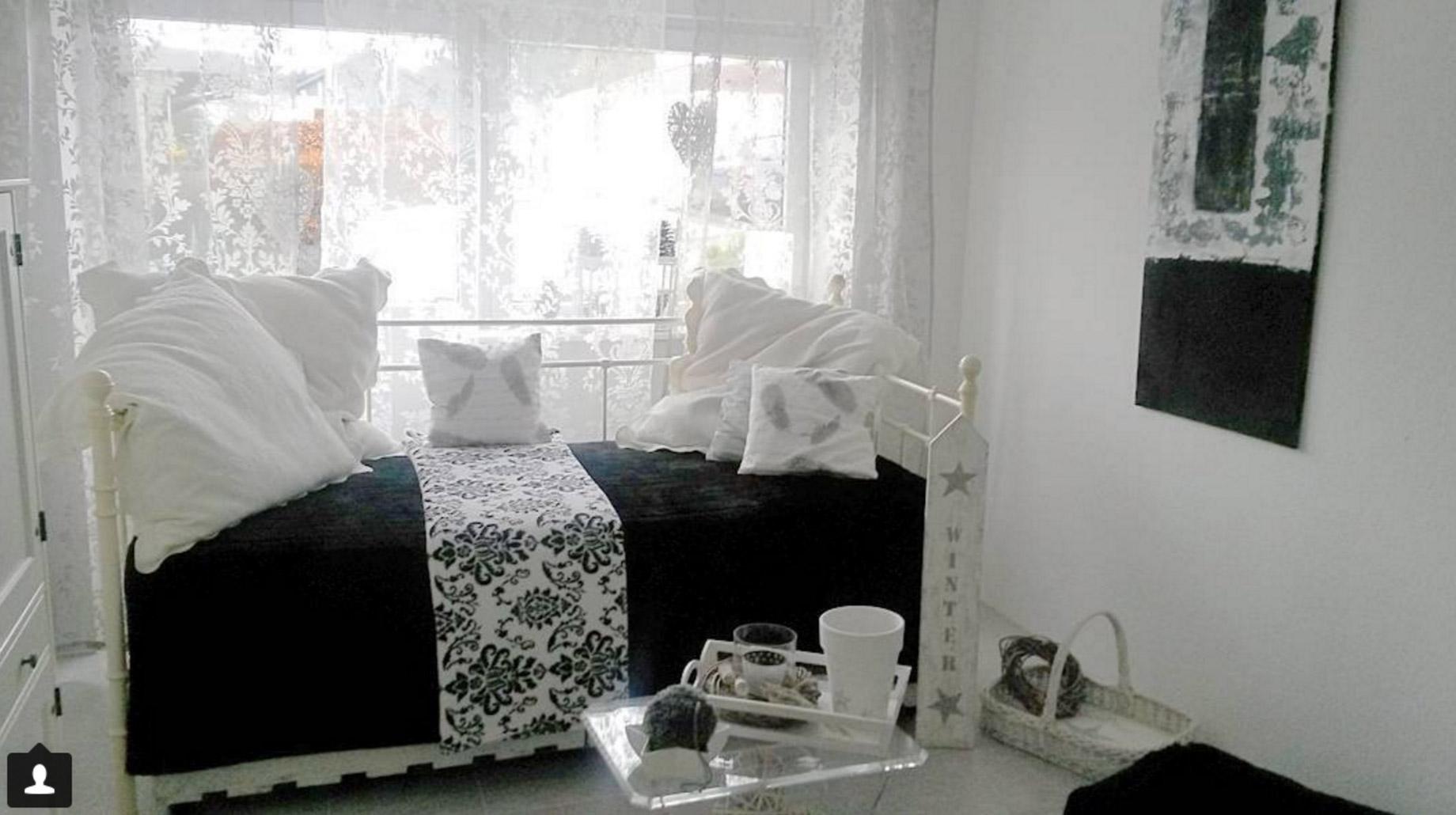 sofa-schwarz-weiss-gaestezimmer-ideen