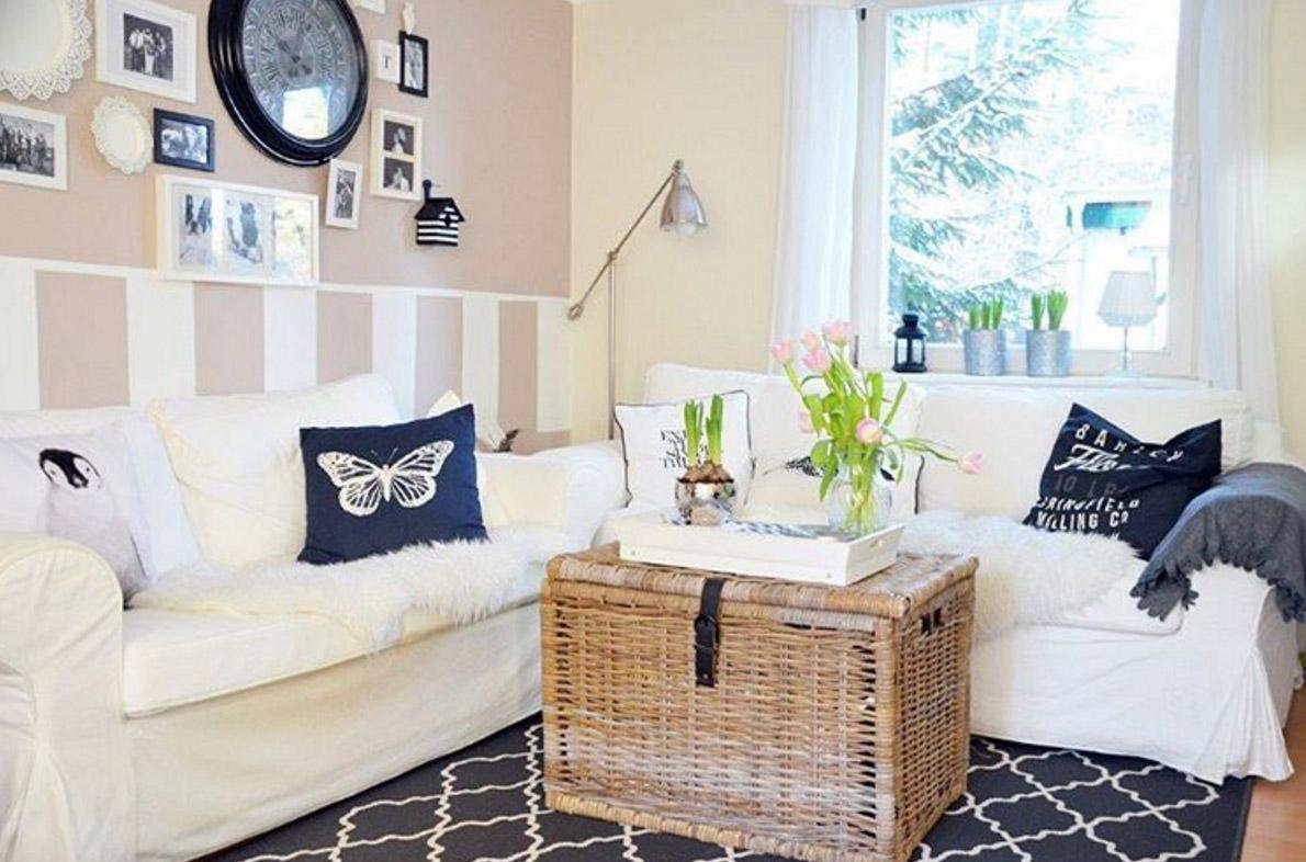 tapete-hinter-weisses-sofa-ideen