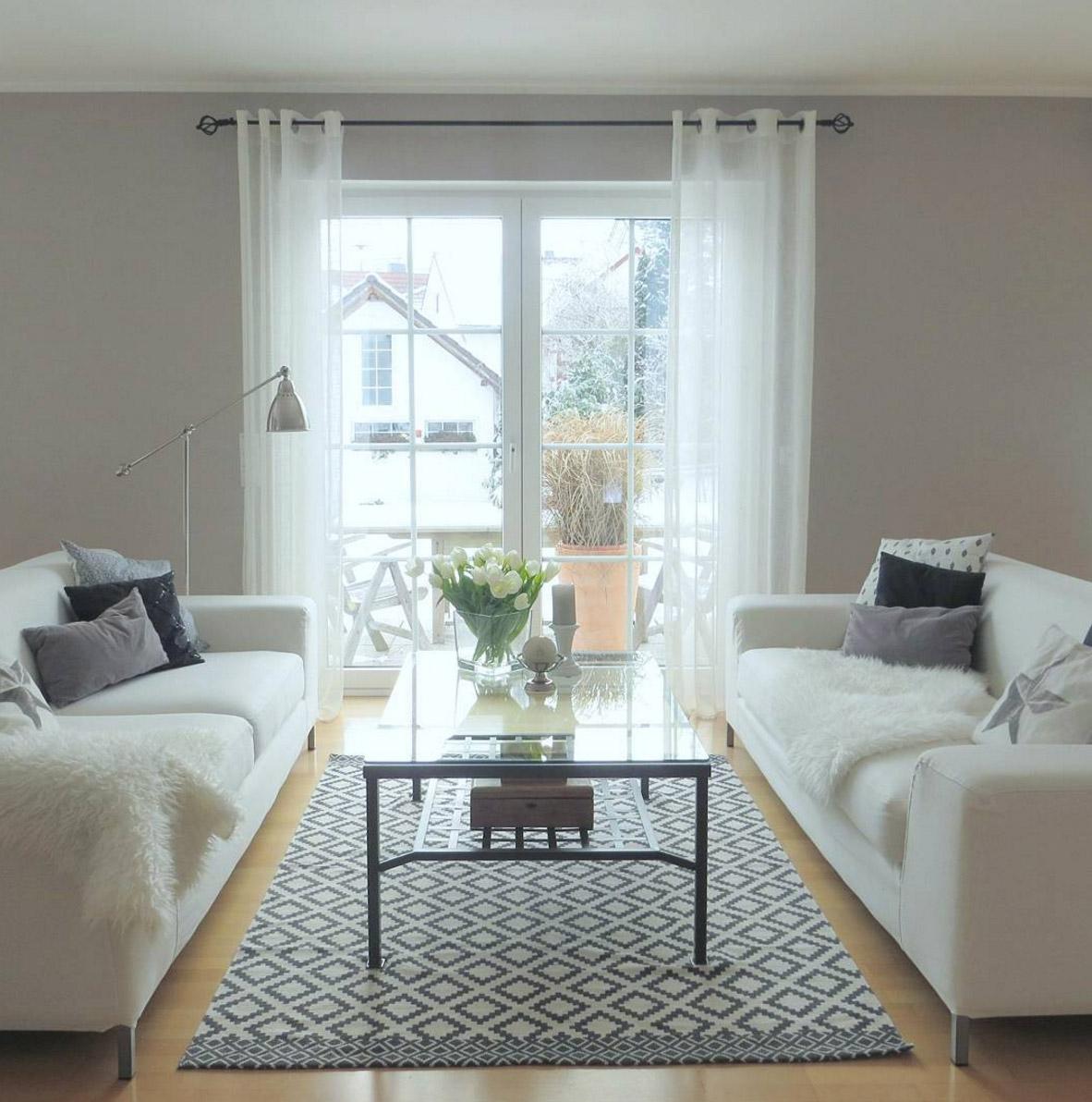 wohnzimmer-weisses-sofa-blog