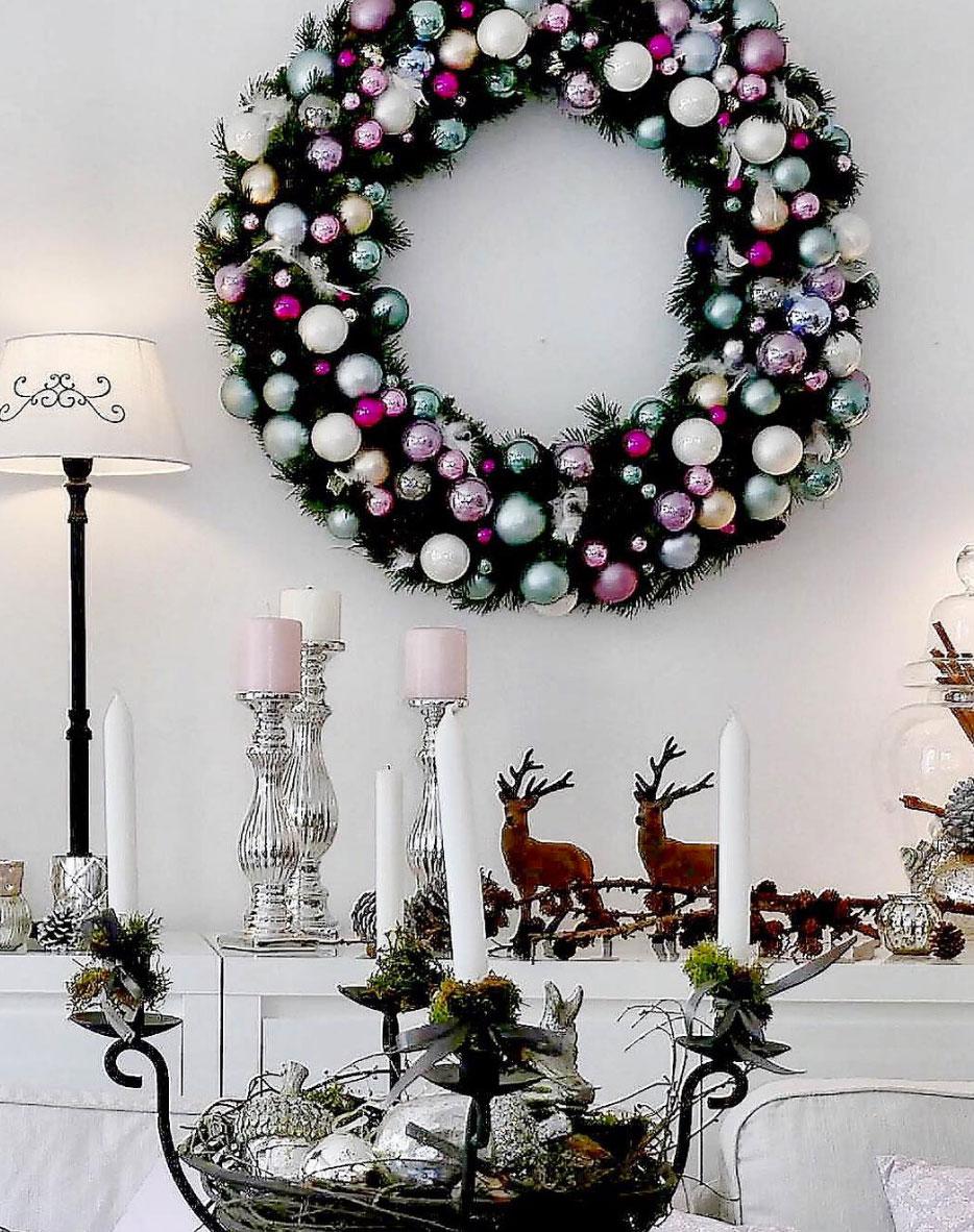 kranz-mit-bunten-kugeln-weihnachten
