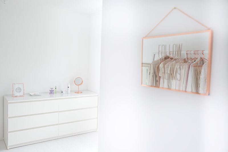 Mein Ankleidezimmer und die minimalistische Garderobe von Hay