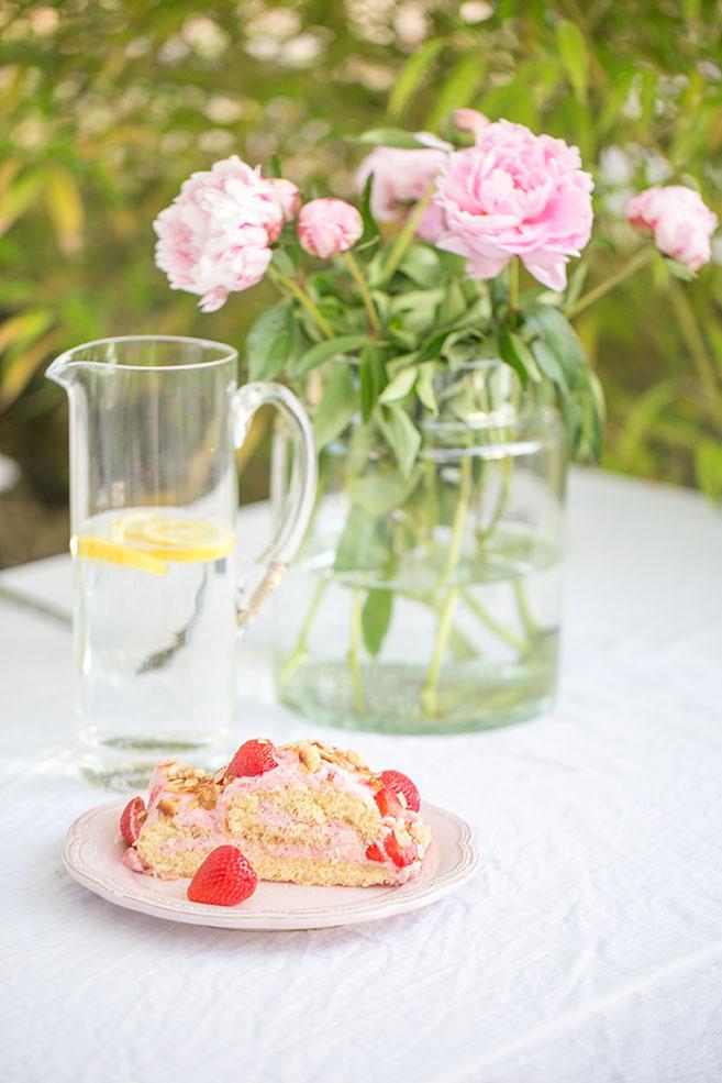 Erdbeerbiskuitrolle – Rezept