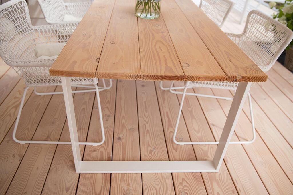 Tisch selbst bauen mit Holzbolen